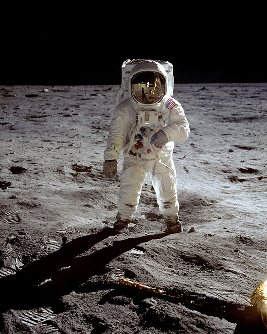 aldrin visor thumb 550x687 23606 Moon Landing Pics: Gee Whiz Afterthought | Boing Boing Gadgets