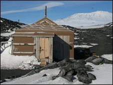 46736289  45308747 shackletonshut2 1 1 Shackletons whisky recovered from South Pole ice