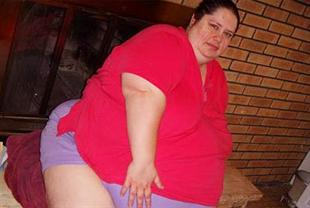 resizer Woman aims to become worlds fattest