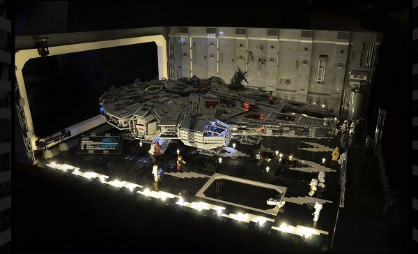 docking bay 4 Man Builds a LEGO Docking Bay Big Enough For The Ultimate Millennium Falcon