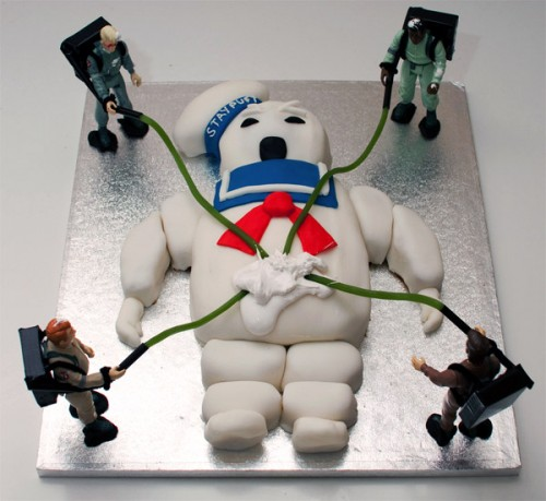 ghostbusters cake 500x459 A Ghostbusters Stay Puft Marshmallow Man Cake