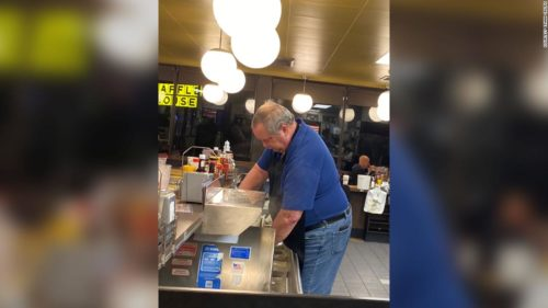 191108173834 01 waffle house customers super tease 500x281 When a Waffle House was short on staff, customers jumped behind the counter to help out